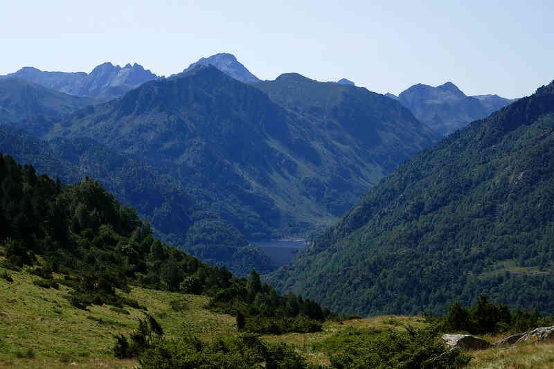 Dichte, dunkle Wälder und tief eingeschnittene Täler prägen die Ariège