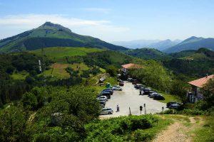 Blick auf die Ventas d'Ibardin und den La Rhune