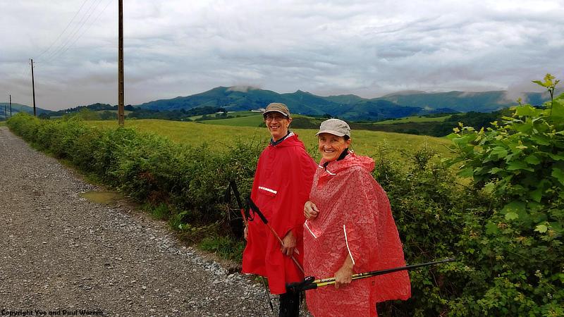 Yve und ich an der Französisch-Spanischen Grenzlinie (die Hecke)